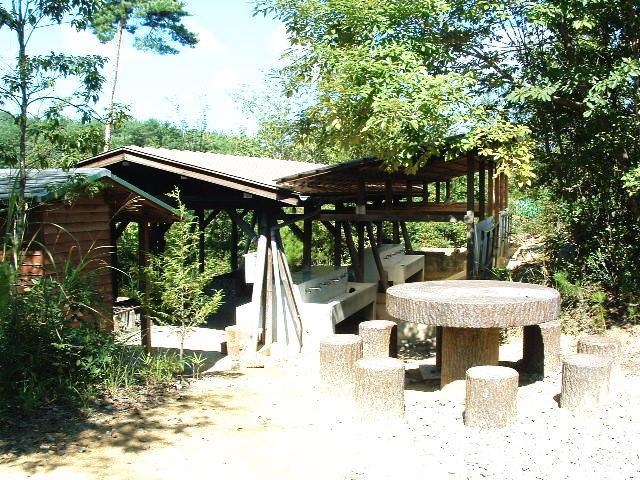 サル村炊飯場